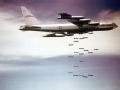 空中惊魂 美军B-52轰炸机
