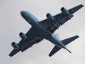"""俄战机再度""""飞越""""美航母 美机紧急升空"""