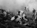 战旗飘扬 上甘岭 阵地被炮火削平两米