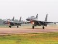 苏-30空中加油展现超长续航力