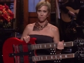 《周六夜现场第42季片花》第七期 克里斯汀换乐器唱感恩节 遭史蒂夫训斥偏离事实