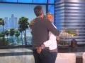 《艾伦秀第14季片花》第一百四十三期 艾伦与编剧杰森花式拥抱 狂摸编剧屁股画面辣眼