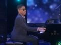 《艾伦秀第14季片花》第一百四十四期 视障神童三岁自学弹《小星星》 获艾伦赠电颤琴
