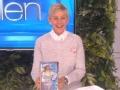 《艾伦秀第14季片花》第一百五十九期 艾伦晒幼时抱洋娃娃照片 调侃肖恩撞脸洋娃娃