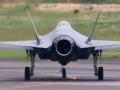 日本组装首架F-35试飞出故障