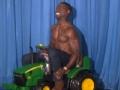 《艾伦秀第15季片花》S15E15 布朗半裸开拖拉机惹爆笑