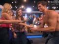 《艾伦秀第15季片花》S15E32 艾伦派半裸肌肉男补收门票