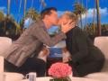 《艾伦秀第15季片花》S15E37 海耶斯晒吸汪日常与艾伦对嘴热吻