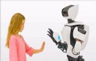 丰田机器人模仿人类动作
