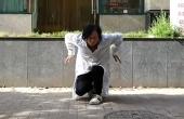 按摩师大叔痴迷霹雳舞