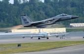 驻日美军F-15战机坠毁