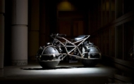 超前衛的球形車輪摩托車