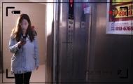 女子电梯里竟被,让人意外!