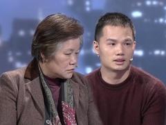 母亲提刀逼儿子登台调解 言语过激扬言要炸房子