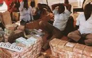 马路边堆满钱的索马里兰