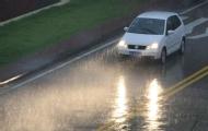 新手雨天开车注意事项