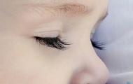 給寶寶剪睫毛能變長?