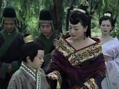 憋屈皇帝刘盈登上座位,却被亲妈吓疯