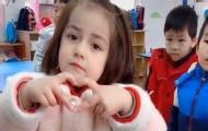 火爆網絡的新疆小女孩