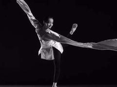 中国舞者要在国际舞蹈中心的舞台上翩跹起舞